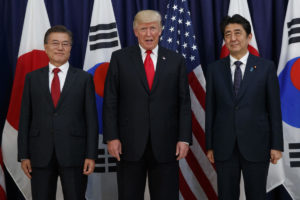 Trump USA, Moon Jae-in Corea e Shinzo Abe Giappone