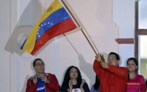 Presidente Venezuela Hugo Chavez bandiera bolivariana