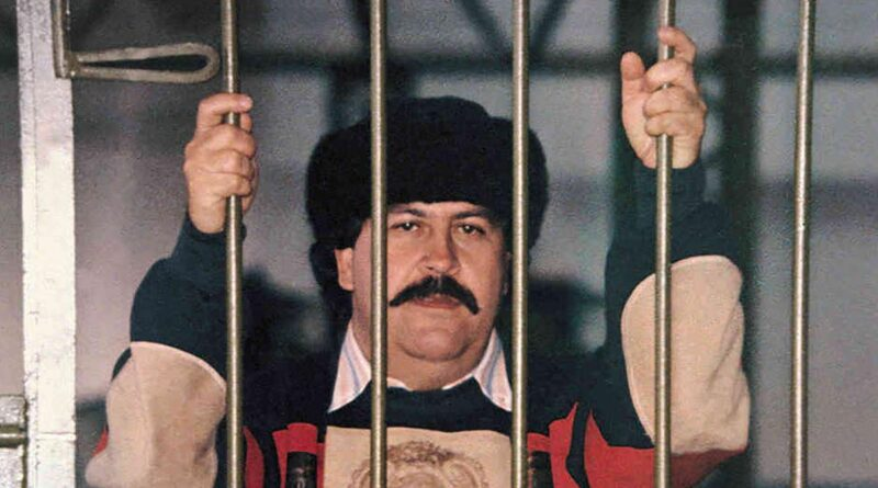 Pablo Escobar Cartello Medellin Estradabili Narcos carcere catedral Colombia