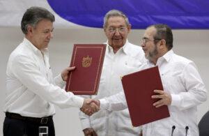 Presidente Colombia Juan Manuel Santos accordo pace FARC Cuba Raul Castro