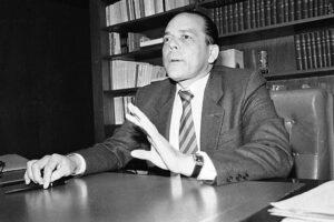 Enrique Parejo Ministro giustizia Colombia narcos Cartello Medellin attentato Europa Ungheria